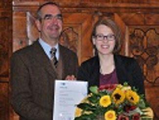 Birgit Gruber als beste Bürokauffrau ausgezeichnet