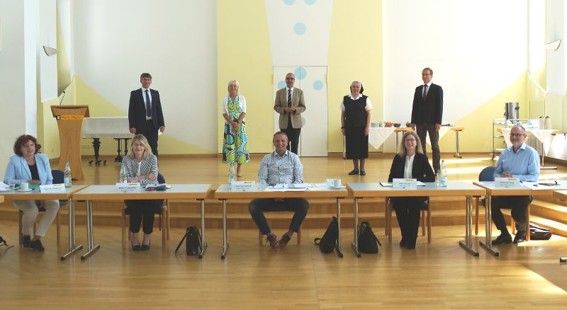 Staatsminister Carolina Trautner im Gespräch mit Regens Wagner