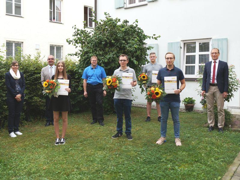 Auszubildende feiern ihren Abschluss in der Zentralverwaltung