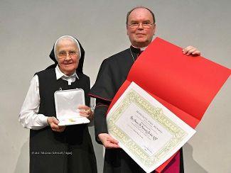 Wir gratulieren Sr. Animata Probst zur Verleihung des päpstlichen Ehrenzeichens Benemerenti!